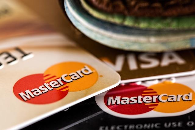 karty mastercard a visa.jpg